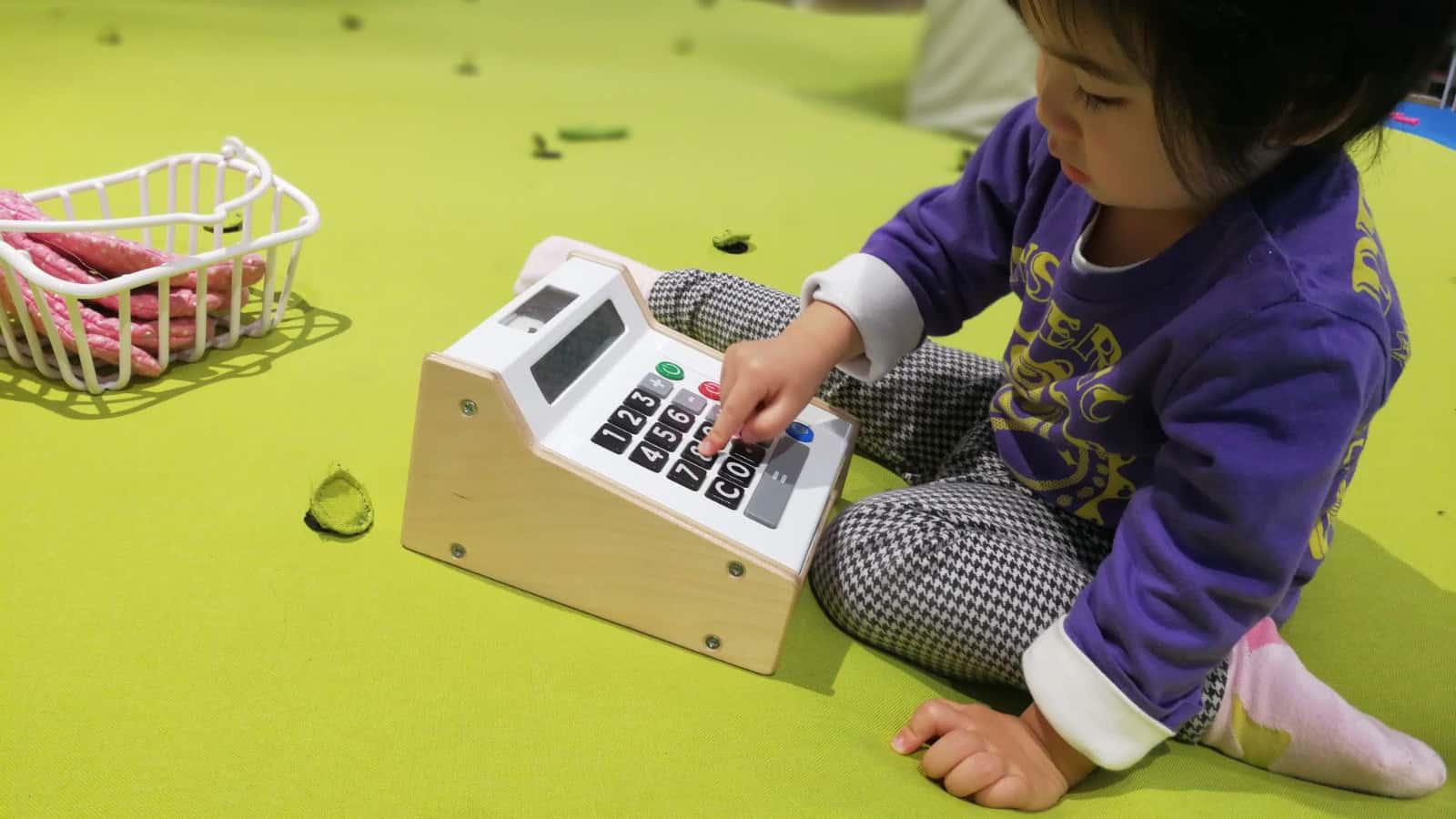 2.5至3.5歲間的孩子即使聚在一起,並不會有任何交談和互動,時機一到才會開始群體遊戲。