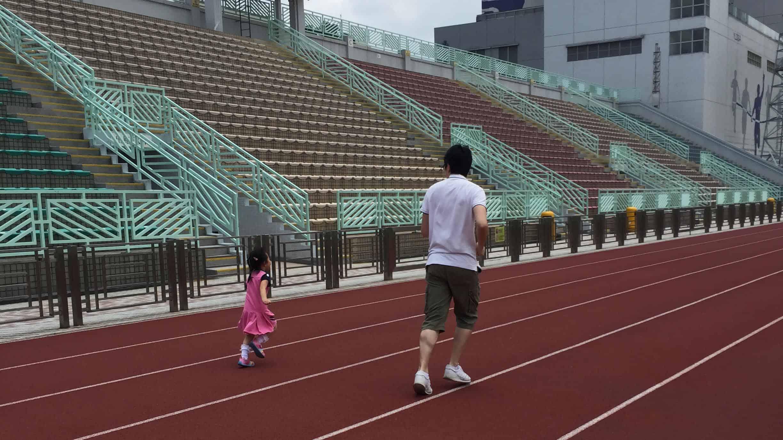 香港家長會因為周邊的壓力,習慣了天天評估孩子